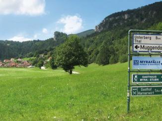 Muggendorf mit Hausstein und den Hirschwänden