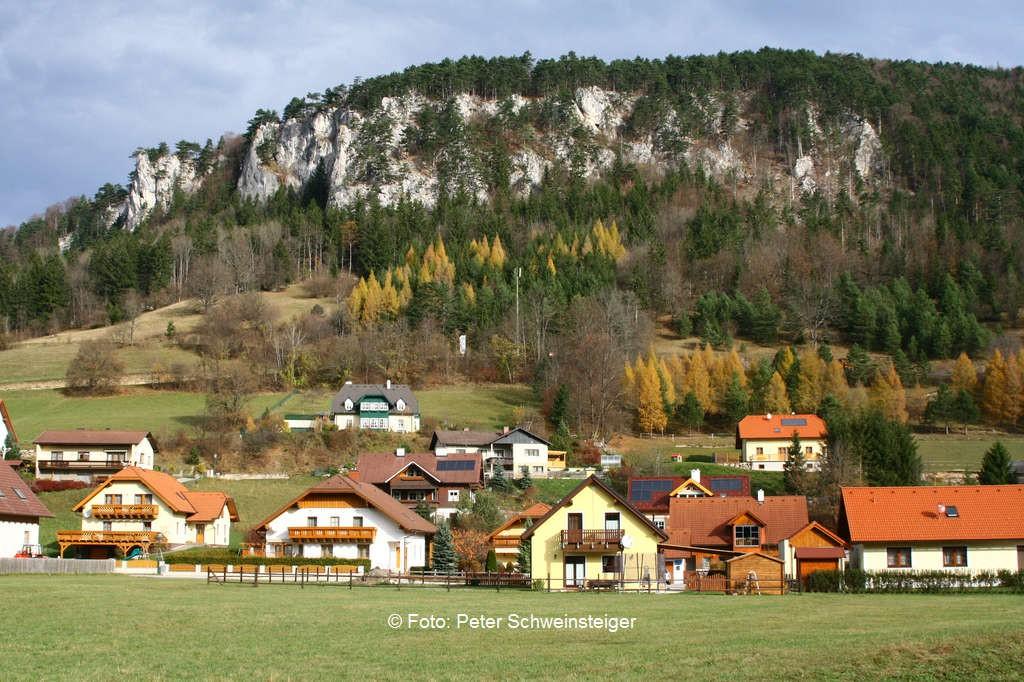 Muggendorf, im Hintegrund die Hirschwände